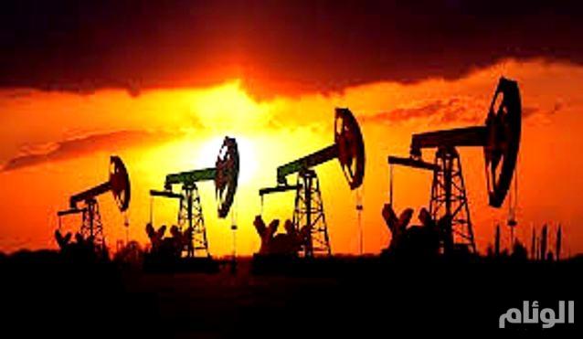 أسعار النفط تنخفض لليوم الثالث متأثرة بزيادة مخزونات أمريكا