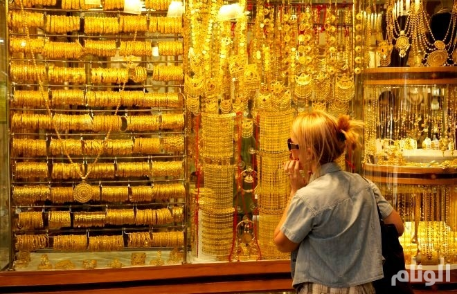 الذهب مستقر بعد صعود الدولار وخلاف تجاري