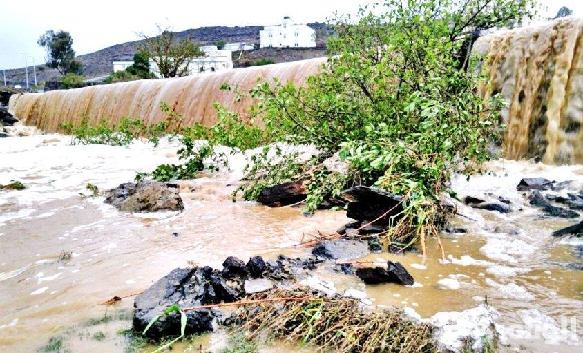 الأرصاد: تواصل هطول الأمطار الغزيرة في جازان وعسير والباحة
