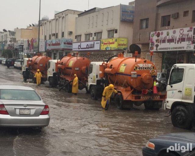 أمانة الرياض تسخر أكثر من 800 مضخة وآلية و1200 عامل ومشرف لتنفيذ خطة مواجهة الأمطار