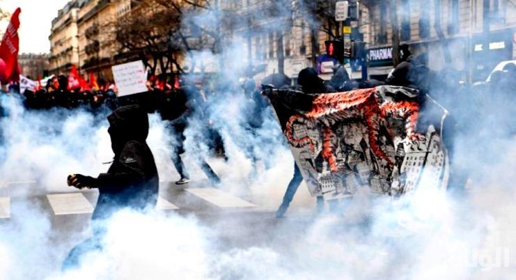 آلاف المتظاهرين في باريس ضد عنف عناصر الشرطة الفرنسية