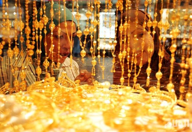 الذهب يتراجع مع استفادة الدولار من تيسير نقدي