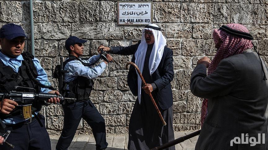 إسرائيل تعتقل 4 من حراس «الأقصى» من منازلهم بالقدس
