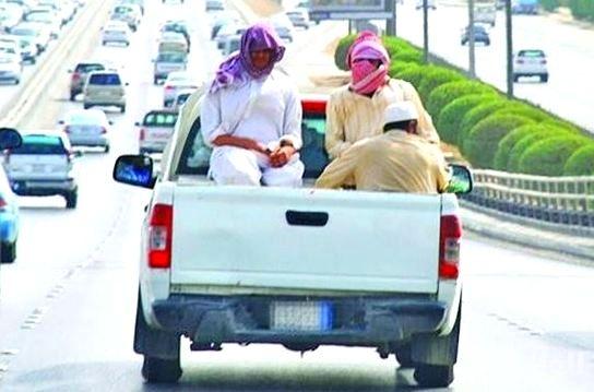 «المرور» يمنع نقل العمالة في السيارات المكشوفة