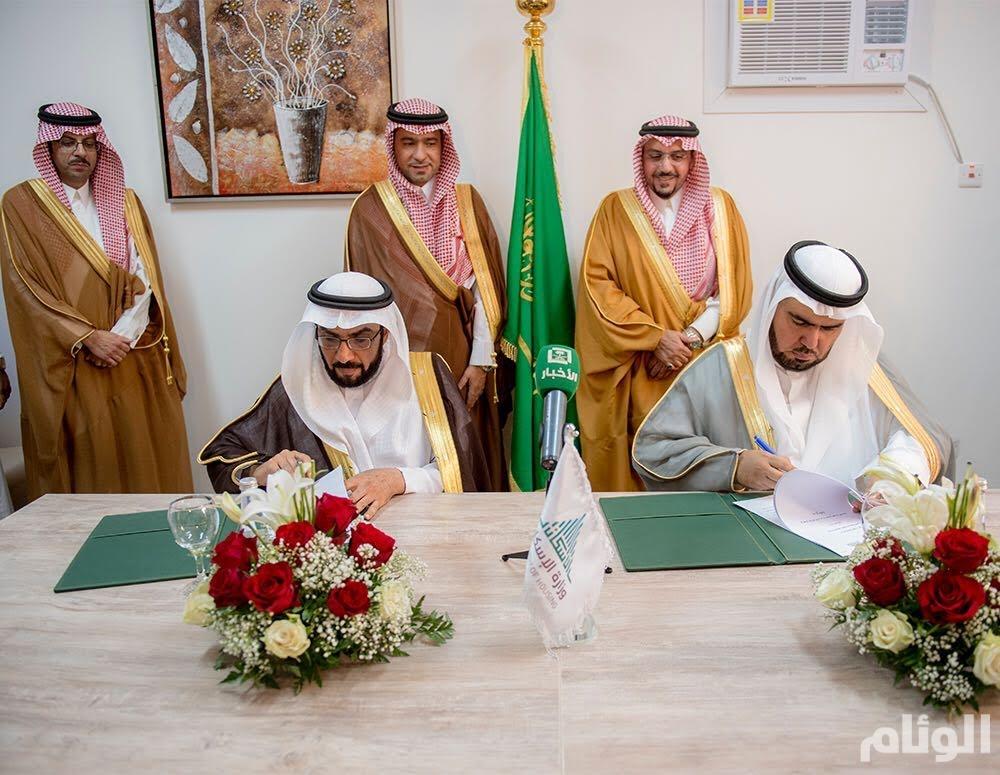 أمير القصيم يشهد توقيع مذكّرة تعاون بين وزارة الإسكان وجمعية الإسكان الأهلية