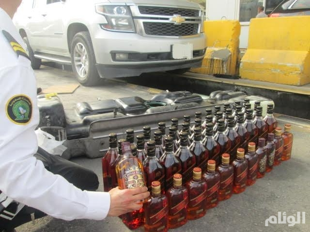 جمرك ميناء جدة يحبط تهريب 4.961 زجاجة خمر