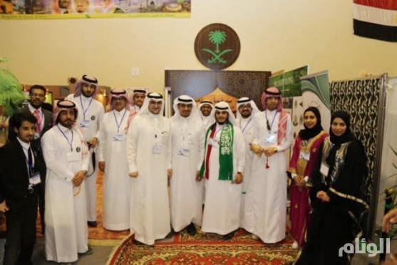 شاهد.. طلبة سعوديين يستعرضون تاريخ وواقع ومستقبل المملكة في معرض بالأردن