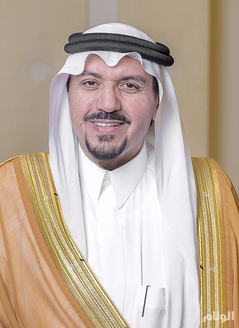"""أمير القصيم يتوج الفائزين بجائزة الشاب """"العصامي"""""""