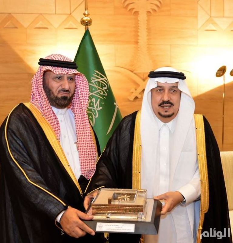 أمير الرياض يكرّم الشيخ عبدالله بن مجدوع القرني