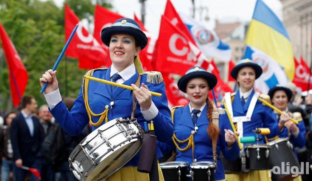 بالصور.. موسيقى صاخبة وتظاهرات في الاحتفال بيوم العمال