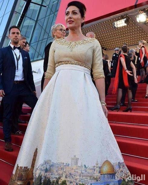 """فستان وزيرة الثقافة الإسرائيلية يثير جدلا في """"كان"""".. ومغردون: عندما يتباهى السارق بما سرق"""
