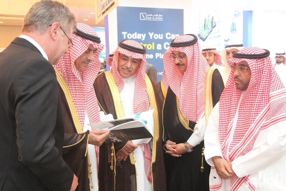 وزير البلديات يعلن البدء في تنفيذ مشروعات المدن الذكية لـ«10» مدن بالمملكة