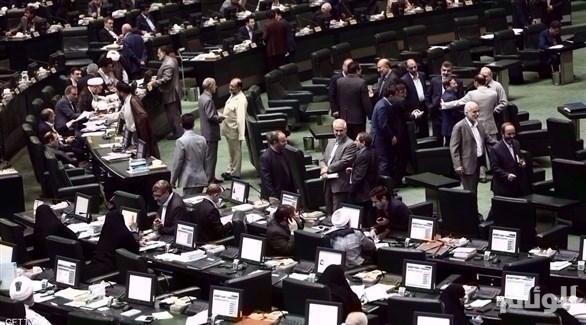 إطلاق نار واحتجاز رهائن داخل البرلمان الإيراني
