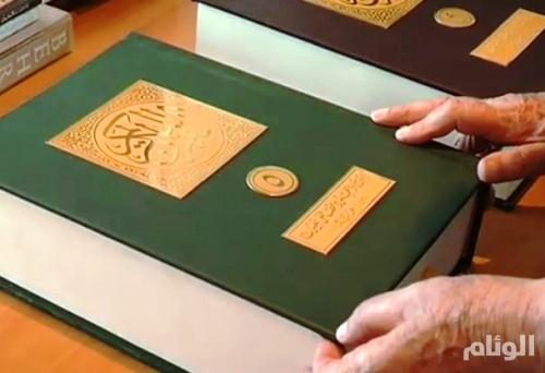 لبناني يكتب القرآن الكريم بخط لم يسبقه إليه أحد