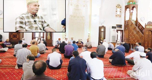 منذ «44» عاماً.. كفيف تركي يتلو القرآن طوال رمضان