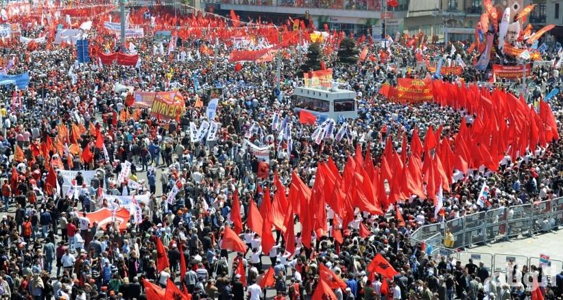 آلاف الأتراك يصلون من أنقرة إلى اسطنبول للاحتجاج على اردوغان