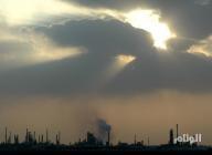 النفط يغلق منخفضا بفارق 2.4 مليون برميل عن الأسبوع الماضي