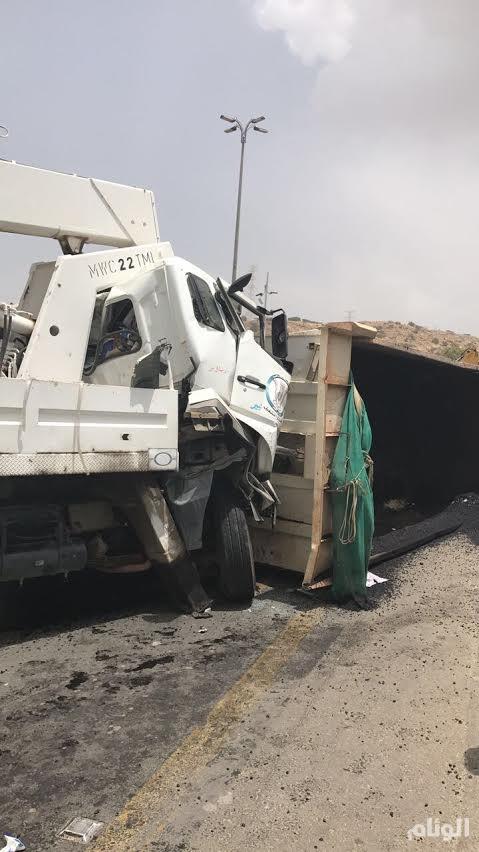 «أمانة الباحة» تكشف ملابسات إرتطام شاحنة بسيارة تابعة لبلدية في بلجرشي