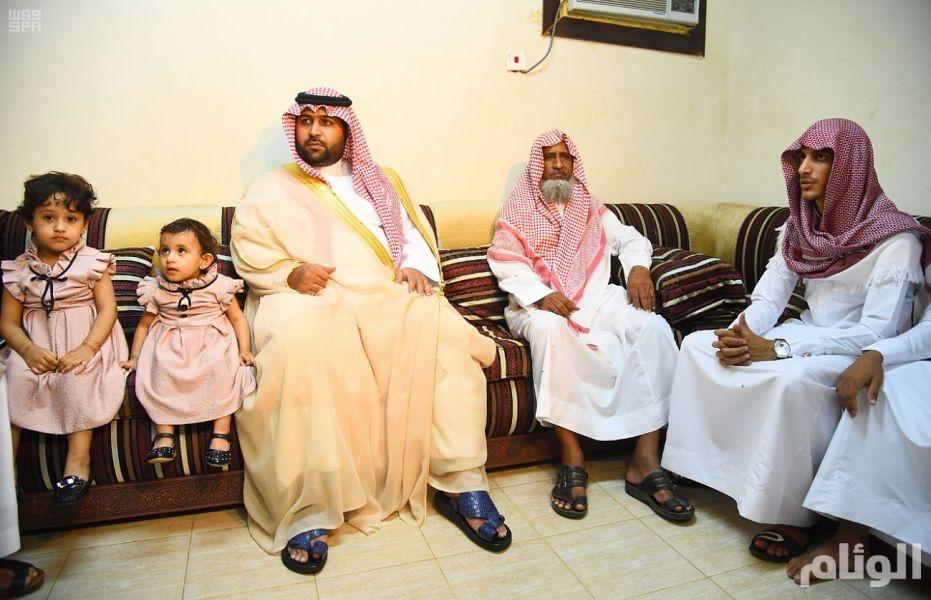 أمير منطقة جازان بالنيابة ينقل تعازي القيادة الرشيدة لذوي الشهيد الحارثي