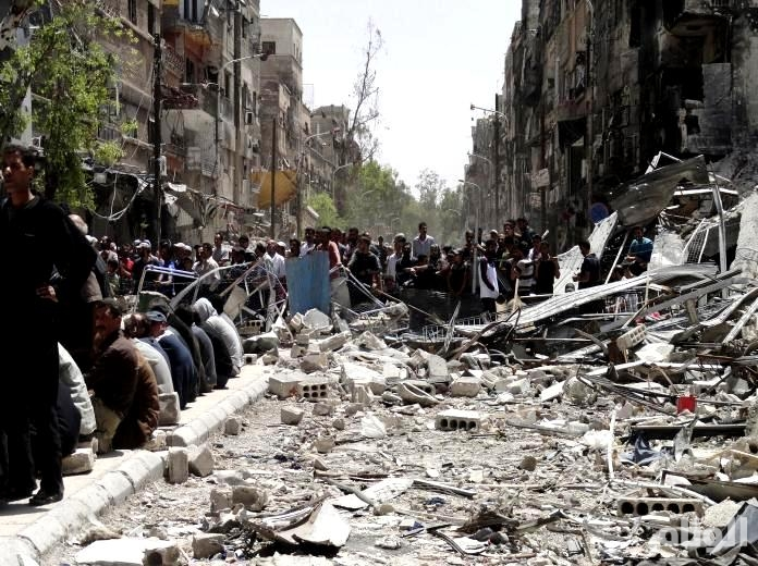 نظام الأسد يقصف مخيم اليرموك بالبراميل المتفجرة