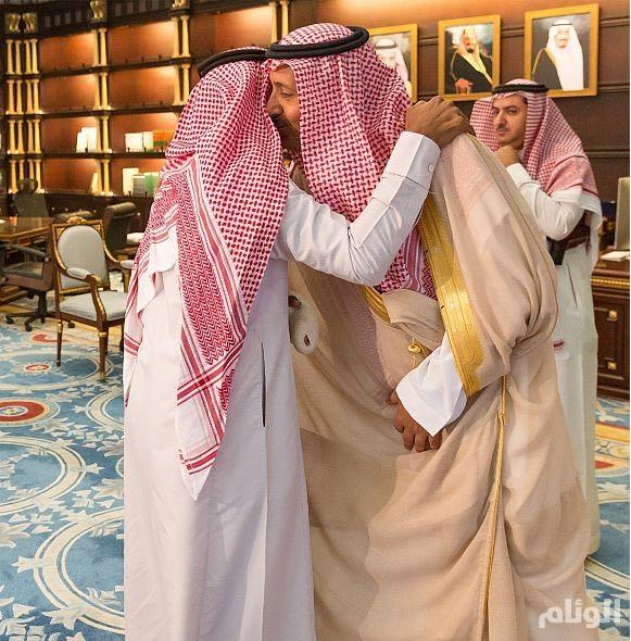 صور.. أمير الباحة لجندي في الحد الجنوبي: إصابتك مصدر فخر واعتزاز