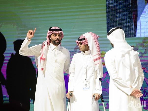 بالصور.. ياسر القحطاني يدعو الشباب السعودي للمشاركة في «الحرب الالكترونية»