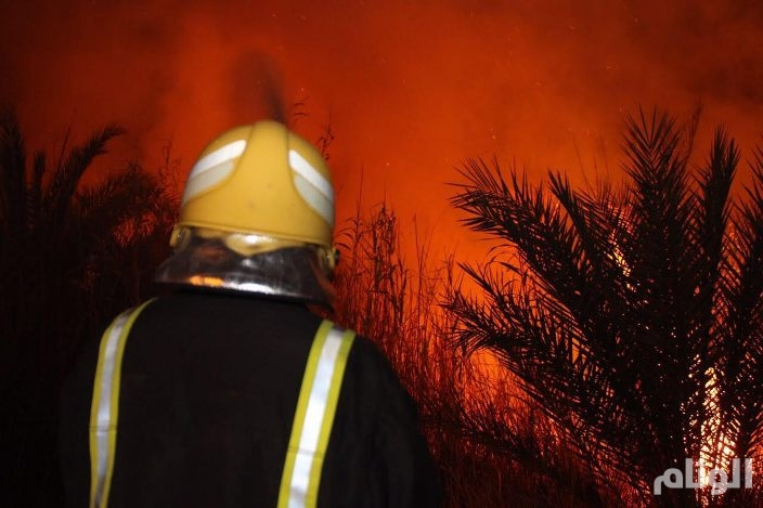 الدفاع المدني يخمد حريقاً في «4» مواقع بدومة الجندل