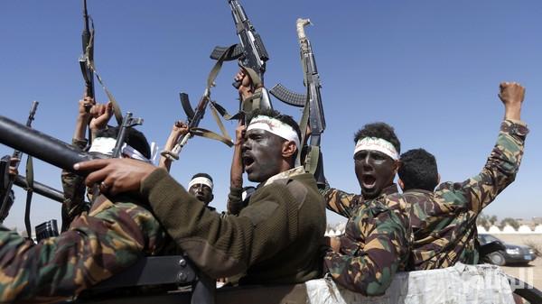 الحوثيون يطلقون سراح المجرمين والمحكوم عليهم مقابل القتال معهم