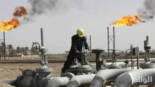 النفط يستقر وسط توقعات بزيادة الإنتاج الأمريكي