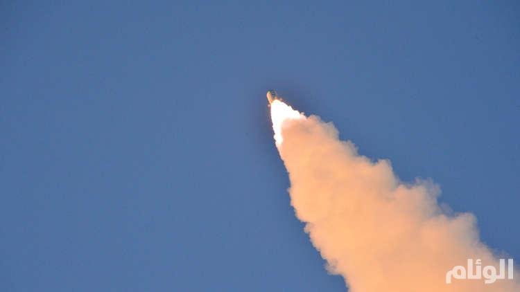 كوريا الشمالية تطلق صاروخا بالستيا يمر فوق اليابان