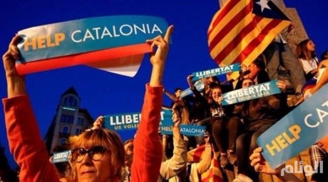 الحركات الانفصالية الكتالونية تدعو أنصارها لسحب أموالهم من البنوك