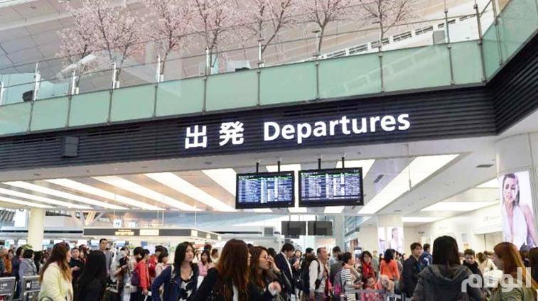 إعصار قوي يضرب اليابان ويلغي مئات الرحلات الجوية