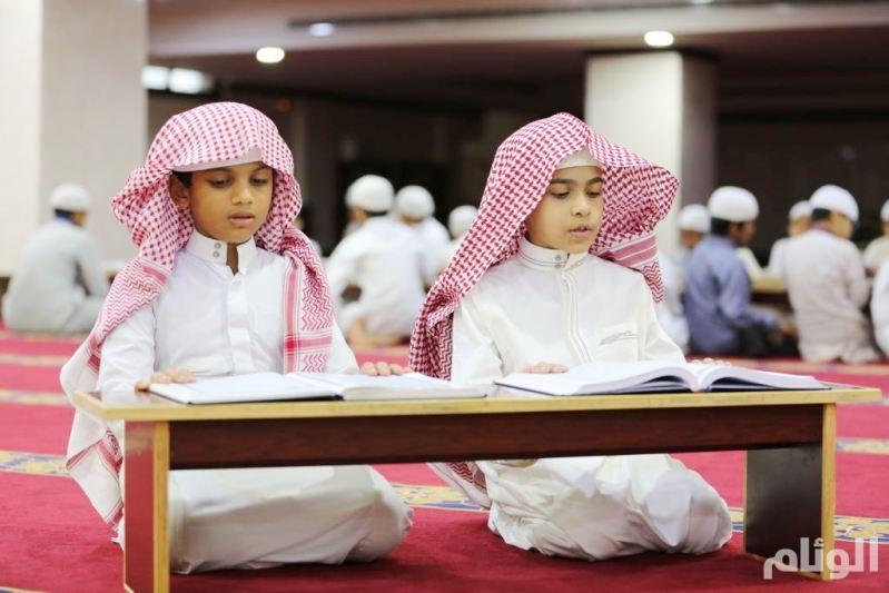 أصغر حافظين للقرآن في جدة متفوقان ولا يتحدثان العربية