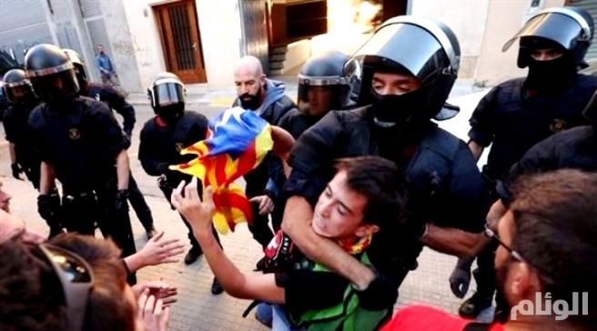 إسبانيا: مداهمة الشرطة لمراكز استفتاء كتالونيا أمر من المحكمة