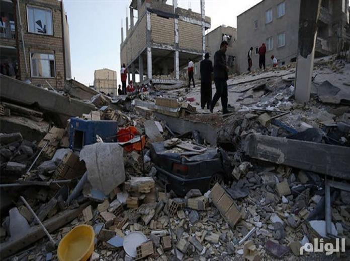 إيرانيون ينتقدون أداء النظام في مواجهة آثار الزلزال