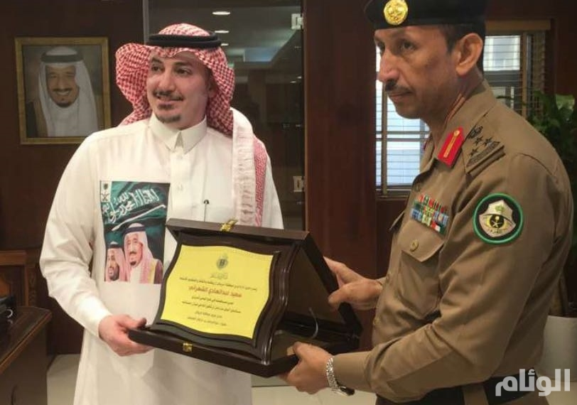 مرور الرياض يكرم مواطنا لمساهمته في فك اختناق مروري