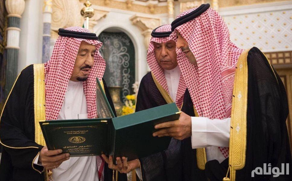 خادم الحرمين الشريفين يتسلم تقرير ديوان المراقبة العامة