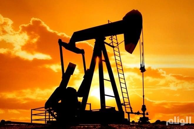 أسعار النفط تتراجع قبيل بيانات المخزونات الأمريكية
