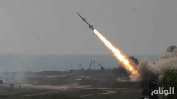 قوات الدفاع الجوي تعترض صاروخا باليستيا أطلقته ميليشيا الحوثي باتجاه جازان