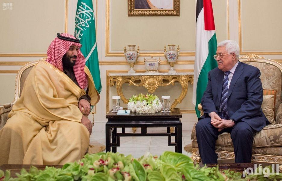 ولي العهد يبحث مع الرئيس الفلسطيني تكثيف الجهود لإقامة دولة مستقلة