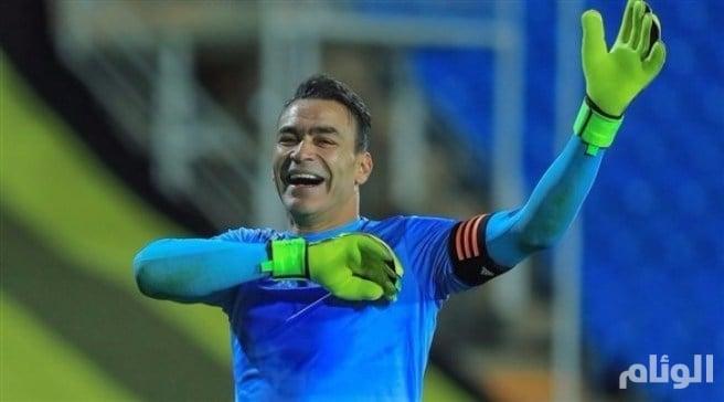 حارس مرمى يسجل هدفاً في الدوري السعودي