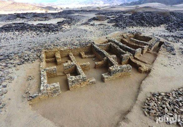 «السياحة» تبدأ مشروع التنقيب الأثري في موقع عشم بالباحة