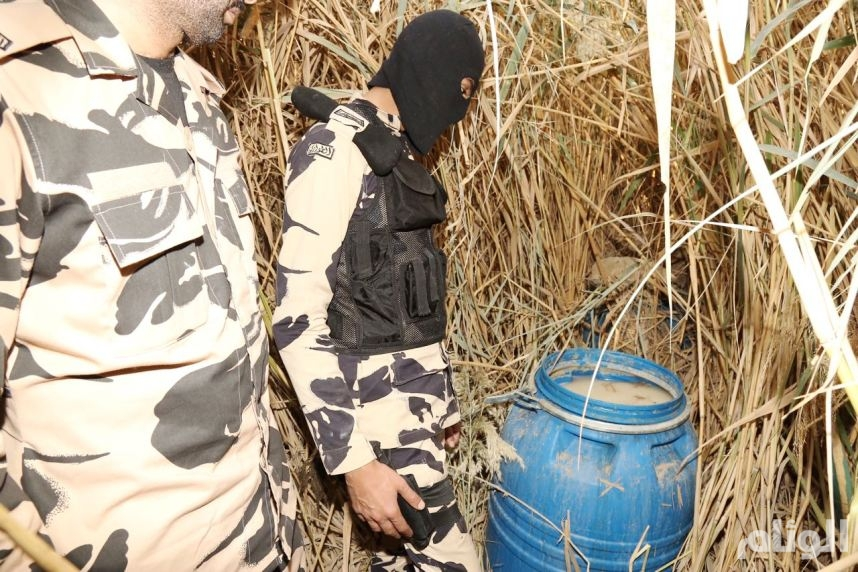 بالصور: إدارة الدوريات والطوارئ تضبط أسلحة ومخدرات وخمور في الرياض