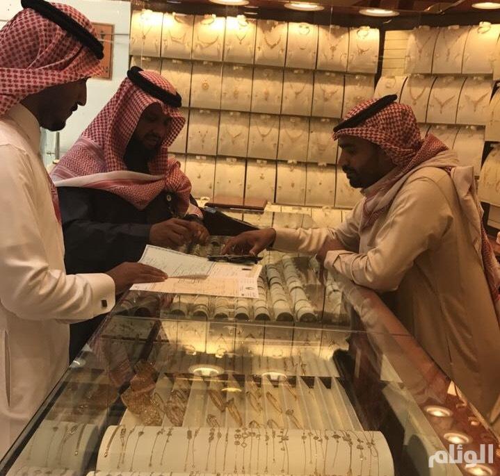 """مكتب العمل بـ""""الدواسر"""" يؤكد تطبيق سعودة محلات الذهب والمجوهرات"""