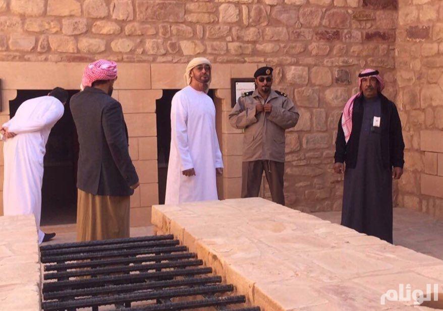 الشيخ محمد بن زايد يتجول بمحافظة العلا شمال المملكة