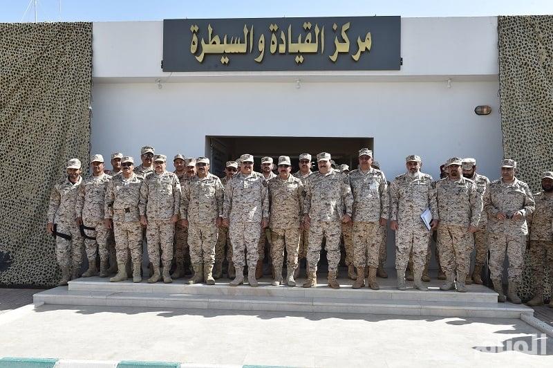 رئيس الجهاز العسكري بالحرس الوطني يتفقد القوات بمنطقة نجران