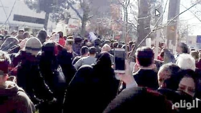 بالصور: نيران المظاهرات تتصاعد في ايران وتصل للعاصمة طهران