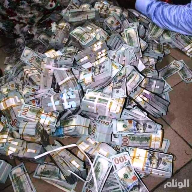 شاهد: هذا ماحدث في السودان .. أسلحة وملايين الدولارات بقبضة الشرطة