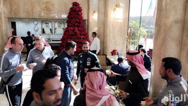 مدرب الأخضر وأحمد الفريدي يغادرون قاعة المؤتمر الصحفي بالكويت بسبب إعلام قطر