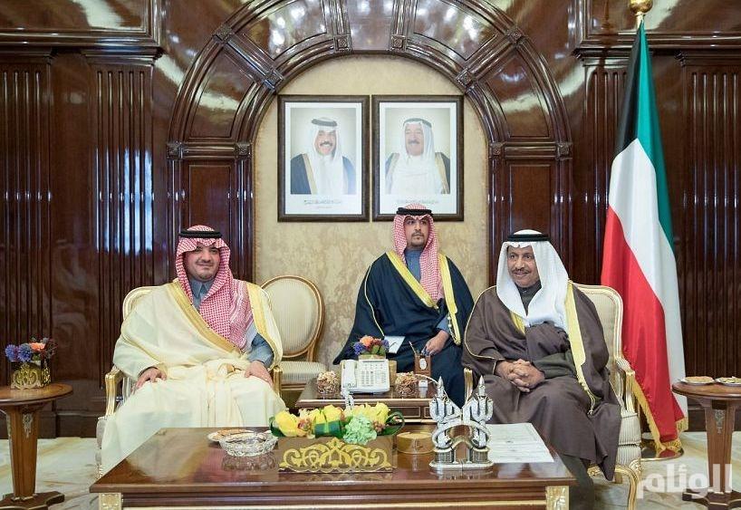 وزير الداخلية يلتقي رئيس مجلس الوزراء ووزير الدفاع بدولة الكويت